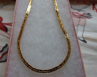 Costume gold thick rectangle link necklace       92
