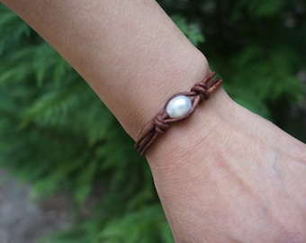 Leather Cord and Fresh Water Pearl Bracelet