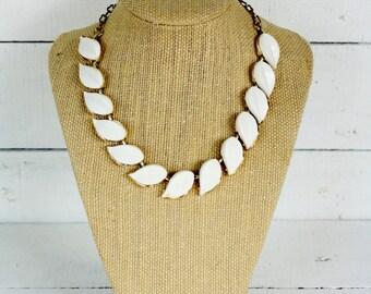 Vintage WhiteThermoset Necklace