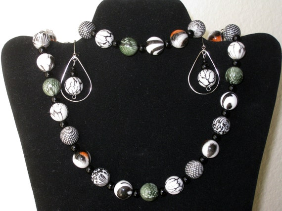 Matching set of 3 pieces - Necklace, Earrings, Bracelet - Beadwork one of a kind - Handmade