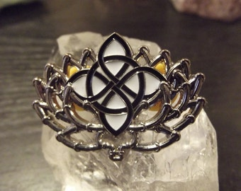 Lotus Pipes Black Emblem