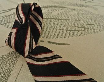 Landon's Navy Blue/Cream/Red 100% Silk Striped Necktie Size: Classic
