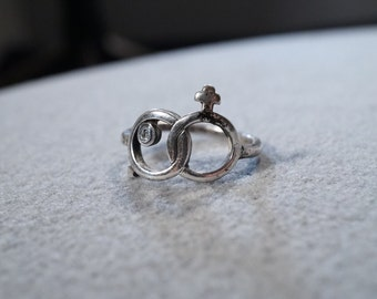 vintage sterling silver fashion ring with male and female entwined symbols, size 6 1/2       M4