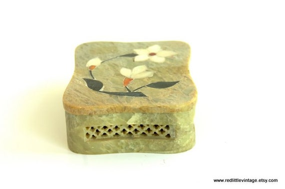 Vintage jewelry box beige alabaster jewelry by for Bedroom gifts for her