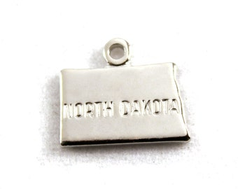 2x Silver Plated Engraved North Dakota State Charms - M072-ND