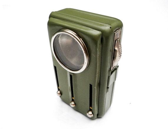 militaire vert vintage m tal poche lampe de poche lampe de. Black Bedroom Furniture Sets. Home Design Ideas