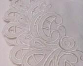 Set of 6 desert napkins, embroidered white serviettes