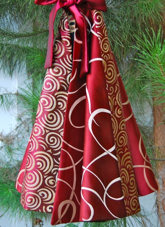 Red And Gold Tree Skirt 68
