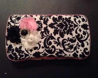 Black & white Damask w/pink trim travel wipe case