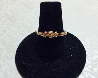 Tiny knot swirl ring