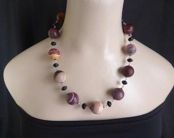 Beautiful Australian Mookaite necklace.