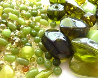 Green plastic bead mix with large and small beads