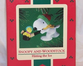 Hallmark Keepsake Christmas Ornament – 1985 MIB, Snoopy & Woodstock - Hitting the Ice - QX4915