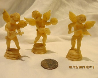 Angels, front and backside playing instruments. Plastic (see the quarter)