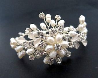 Bridal bracelet, Pearl Wedding bracelet, Rhinestone bracelet, Crystal bracelet, Wedding jewelry, Freshwater pearl, Cluster bracelet