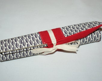 Holster/pouch rolled silverware in red linen and organic cotton printed vague plum, closure tape