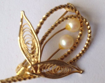 Vintage Leaf Shape gold Tome Brooch With Faux Pearls