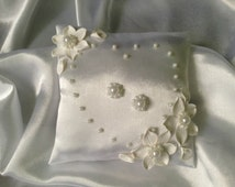 Wedding ring pillow, wedding ring bearer pillow,pearl ring pillow, ring bearer pillow, flower ring pillow