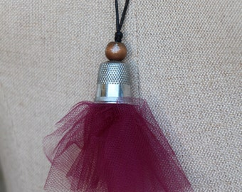 Thimble necklace with thule