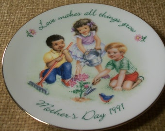 Mother's Day Plate AVON Vintage 1991 Love Makes All Things Grow Children Gardening Flowers Decorative Porcelain