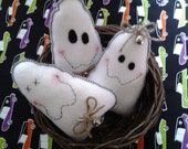 Three adorable primitive white felt ghost bowl fillers, pintucks, shelf sitter, Halloween ornaments