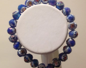 Bracelet. 19cm. Features 8mm round Venetian glass beads.. Dazzling bue and white with pattern
