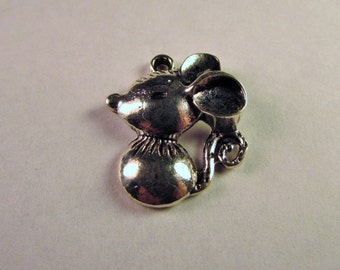 7/8 inch x 3/4 inch Small Antique Silver Mouse Pendant Charm.