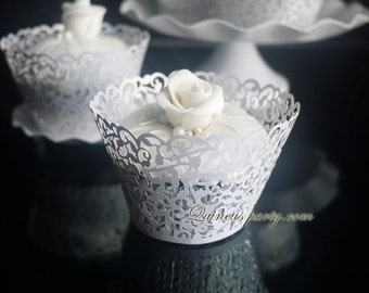 Cupcake wrapper vintage white