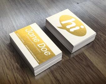 Feuille d'or parsemée de carte de visite modèle personnalisable