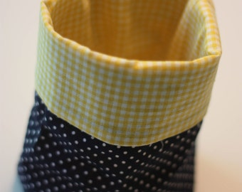 Punnets dotted blue / yellow checkered