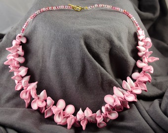 Pink petals necklace - Carnation Lei
