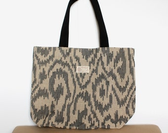 Khaki and gray swirling pattern tote bag