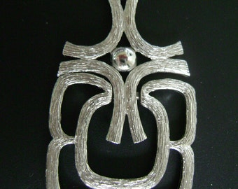 vintage silver pendant with silver colored chain vintage costume jewelry