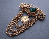 Victorian Style Antique Gold Tone Filigree Brooch with Emerald Rhinestone Green