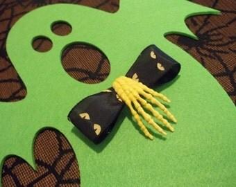 Be Afraid of the Dark Skeleton Hand Clip
