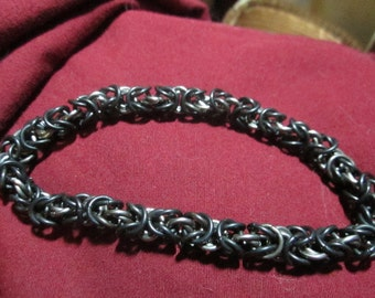 Twisted byzantine chainmaille bracelet