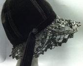 """MOD Bubble Toque Window Pane Vintage 1950's """"Chapeaux Du Monde"""" Designer Velvet & Black Straw LACE BRIM Hat"""