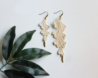 boho earrings // SIMONE // ivory lace earrings / asymmetrical earrings / modern earrings / long / dangle boho wedding earrings, mismatched