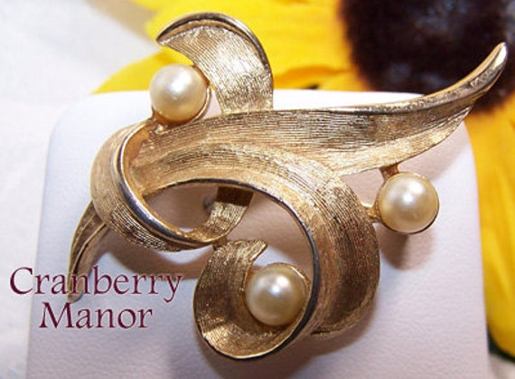 mod earrings emmons vintage jewelry by purpledaisyjewelry gold pearl brooch by emmons coventry freeform mod
