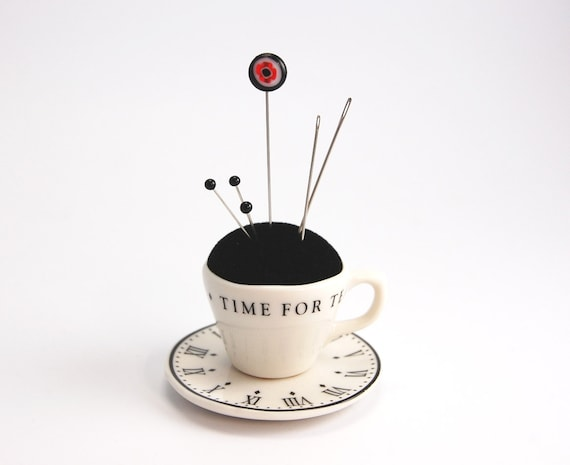 Pincushion 'Time' porcelain cup and saucer, black velvet