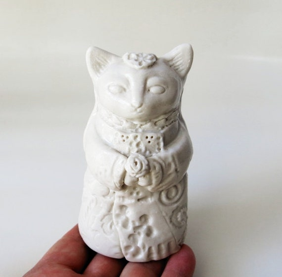 Bride Cat in White with Bouquet and Veil Figurine - Fine Ceramic Art Sculpture Animal