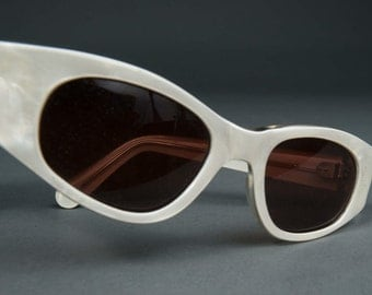 Atomic Vintage Mask Cat Eye Sunglasses White Pearl Wrap Sunglasses France Optical 1960s Ladies