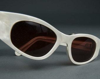 Atomic Vintage Mask Cat Eye Sunglasses White Pearl Wrap Sunglasses France Optical 1960s Ladies