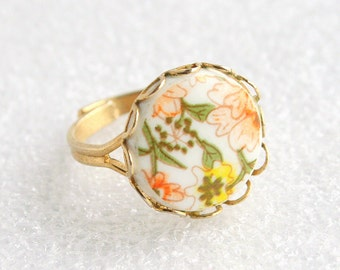 Floral Ceramic Ring Vintage Peach Yellow Green Flower Ring Round Cabochon Costume Jewelry