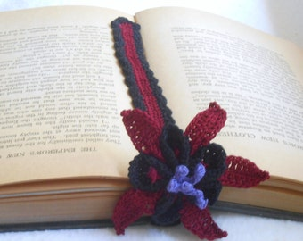 columbine bookmark thread crochet, floral bookmark, black, burgundy and purple thread, gothic