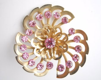PENDANT BROOCH RHINESTONE vintage 1950s, hand set and inset stones, floral swirl