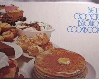SALE...Vintage 1970s Betty Crockers Bisquick Cookbook Desserts Dinner Lunch Cooking Baking Cookies Cakes