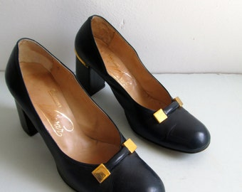Pinup Baby Doll, Rockabilly, Bombshell, Pumps, Bump Toe, Block heel shoes.  Vintage 1940, 1950.  Navy Leather.  Size 5.