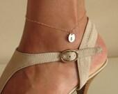 Initial Charm Anklet Bracelet / Personalized Gold Leg Bracelet / Elegant Anklet.Disc Charm Anklet. Hand Stamped Foot Bracelet. Gold Ancklet