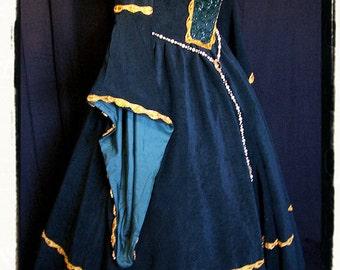 """Bust 42"""" Tudor Gown Dress Green Envy Velvet Renaissance Game of Thrones Medieval"""